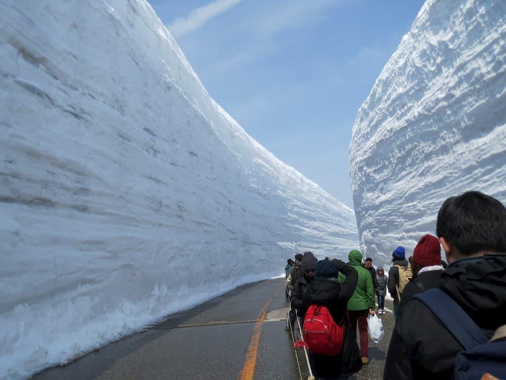 Tateyama la ruta de la nieve vertical